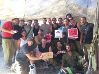 Soldiers receive pizza from Project PIzzaIDF.